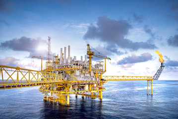 Offshore oil and gas platforms are in the process of releasing gas to the flame platform to reduce the pressure in the production process and forward the converted refinery. For the petroleum industry