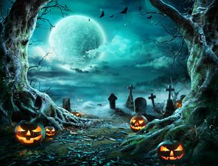 Fototapeten Schwarz Jack 'O Lantern In Cemetery In Spooky Night With Full Moon - Halloween