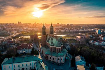 Obraz Poznań z lotu ptaka o zachodzie słońca - fototapety do salonu