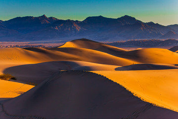 Smooth forms of sand dunes