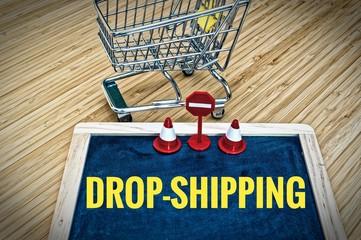Tafel mit Einkaufswagen mit Drop-Shipping