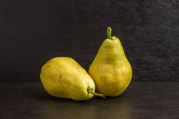 洋梨 Freshly picked pears (Pyrus communis)