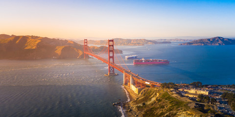 Fototapete - Aerial View of the Golden Gate Bridge at Sunset