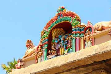 Fototapete - Beautiful Ranganathaswamy Statue in Temple Tower