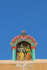 Fototapete - Hindu God Shiva and Parvathi Statue in Temple