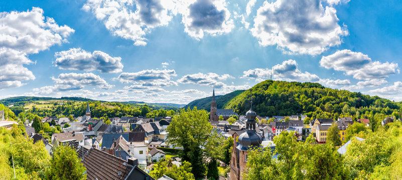 Blick über Gemünd in der Eifel Richtung Schleiden
