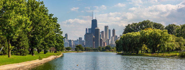 Panoramic view of Lincoln Park and the Chicago skyline.