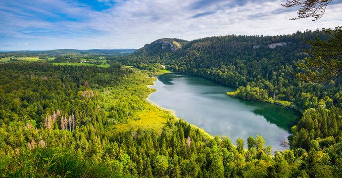 Lac de Bonlieu im Franche Comté in Frankreich