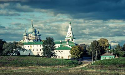 Fototapete - Suzdal Kremlin in the evening, Russia