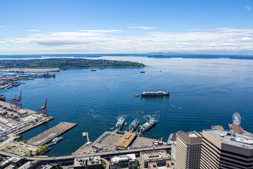 Fototapete - SEATTLE, WASHINGTON - May 19, 2017: Logging was Seattle's first major industry, but this has long been replaced by shipping, tourism, technology, and music, and has a strong counter-culture presence.