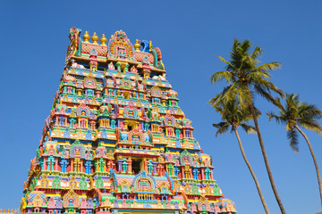 Fototapete - Beautiful Hindu Temple Tower with Colorful Statues