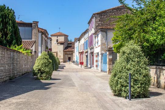 Coulon. Rue en centre-ville.  Poitou-Charentes. Deux Sèvres