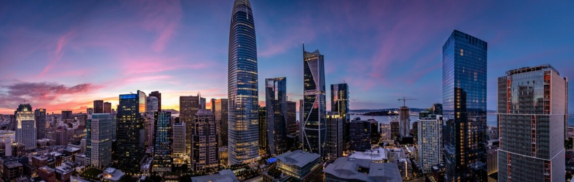 Twilight with a pink and blue sunset over San Francisco skyline with Salesforce Tower in the middle and Salesforce park at the bottom