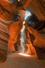 In de dag Diepbruine lower antelope slot canyon . ghost or phantom inside the canyon