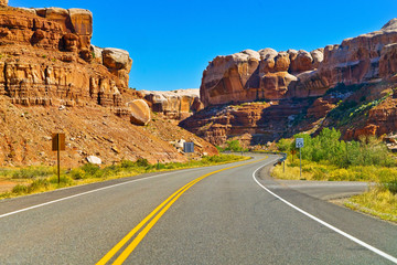 View of the Twin Rocks on the highway 191 in Utah, USA. Fototapete