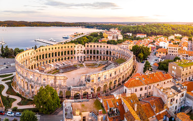 Foto auf AluDibond Südeuropa Pula amphitheater in the morning, Croatia