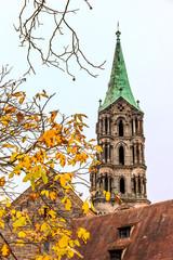 Fototapete - Einzelner Turm des Bamberger Doms