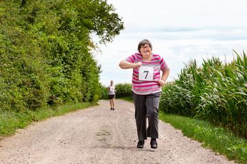 Geistig behinderte Frau bei einem Wettkampf, Sport und Aktivität bei Behinderung