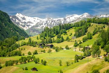 The valley of Grossglockner mountains in Austria Fototapete