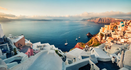 Türaufkleber Santorini Sunny morning view of Santorini island. Picturesque spring sunrise on the famous Greek resort Oia, Greece, Europe. Traveling concept background. Instagram filter toned.