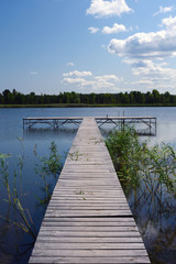 Foto auf AluDibond Himmelblau Wooden pontoon on the pond. A place for relaxation and solitude. Warm sunny day by the lake. Amazing places of Ukraine.