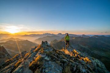 Fototapete - Wandern in den Bergen