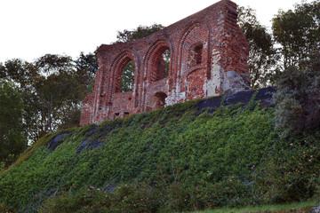 Ruiny kościoła w Trzęsaczu – pozostałość po wybudowanym na przełomie XIV i XV wieku...