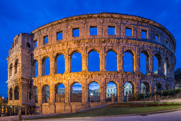 Fotomurales - night view of Coliseum in Pula, Croatia.