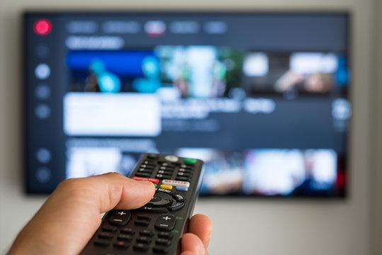 Smart TV Fernseher mit Fernbedienung - Zappen