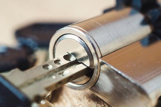 metallic key and  metal cylinder lock