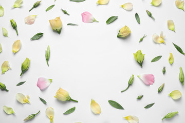 Foto auf Leinwand Blumen Flat lay composition with beautiful Eustoma flowers on light background, space for text