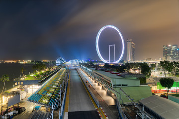 Fotobehang F1 Singapore Formula One Circuit and cityscape at night