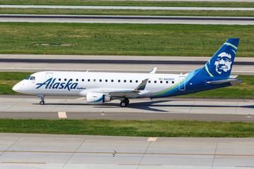Alaska Airlines Skywest Embraer ERJ 175 airplane San Jose airport