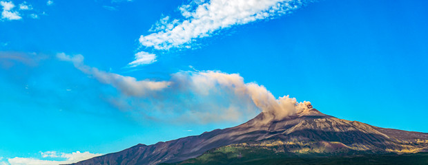 Overview of Mount Etna in Sicily during an eruption Fototapete