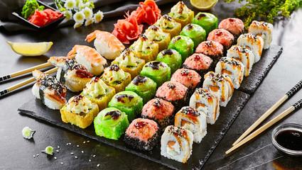 In de dag Sushi bar Delicious asian food, roll, sushi and gunkan set