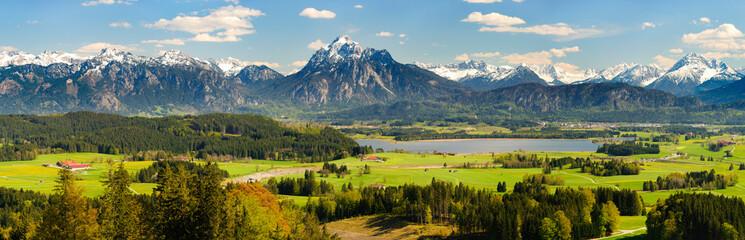 Wall Murals Alps Panorama Landschaft in Bayern mit Hopfensee im Allgäu und der Bergkette der Alpen mit Berg Säuling vor Füssen