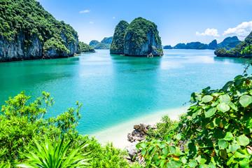Fototapeta Bai tu long bay (Halong bay) rock karst formations in the sea, Vietnam landscape. Holiday tourist attraction.