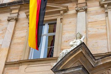Wall Mural - Bamberg - Figur mit Deutschlandfahne - Neue Residenz