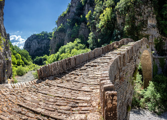 The Noutsou bridge (or Kokkori, as it is also known), a single arch stone bridge, is located in central Zagori, between the villages of Koukouli, Dilofo and Kipoi