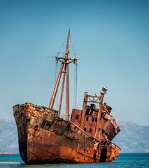 Photo Stands Ship Shipwreck