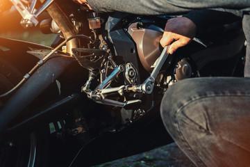 Fotobehang - Mechanic working in garage. Repair service.