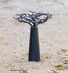 Foto op Plexiglas Baobab Black metal baobab tree in the sand