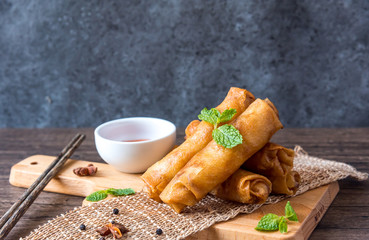 Fototapeta deep fried spring rolls, Por Pieer Tod or Fried spring rolls (Thai Spring Roll) Snacks and snacks that are popular with Thai and Chinese people. obraz