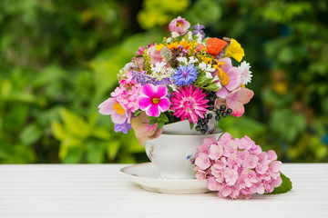 Fototapete - Colorful wild blossoms in a old coffee cup