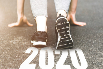 Lamas personalizadas de deportes con tu foto beautiful girl in sports uniform running around. Healthy way of life, an infused figure. sneakers close-up, finish 2019. Start to new year 2020 plans, goals, objectives