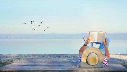 Wall Mural - Lesen im Urlaub