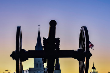 Foto op Canvas Grandfailure cannon in front of st louis cathedral at sunset