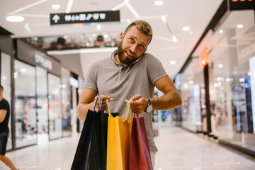 Spoed Foto op Canvas Muziekwinkel Man enjoying the day in the shopping mall