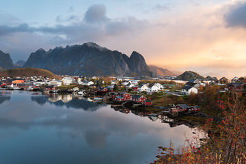 Türaufkleber Nordeuropa Beautiful landscape from Reine fishing village in autumn season, Lofoten islands, Norway