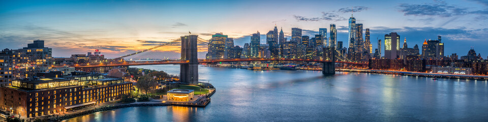 Poster Bruggen New York skyline panorama with Brooklyn Bridge